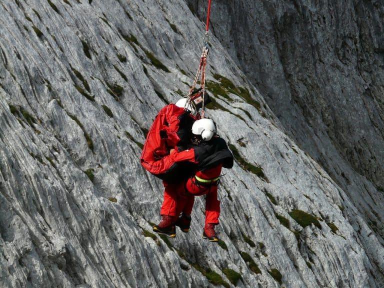 rescue helpers, mountain rescue, emergency